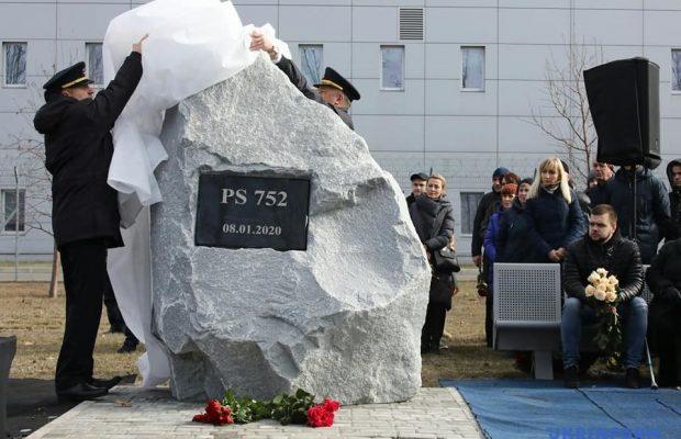 Pamyatniy-kamin-u-Borispoli-620x400-1 40 днів від загибелі рейсу PS752