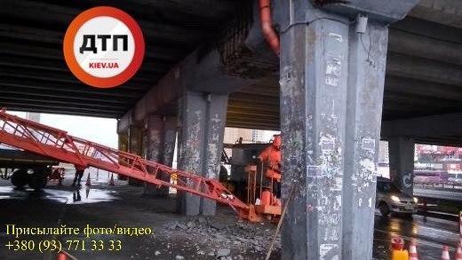 """Ще один """"втомлений"""" міст обвалився у Києві -  - Poznyaky"""