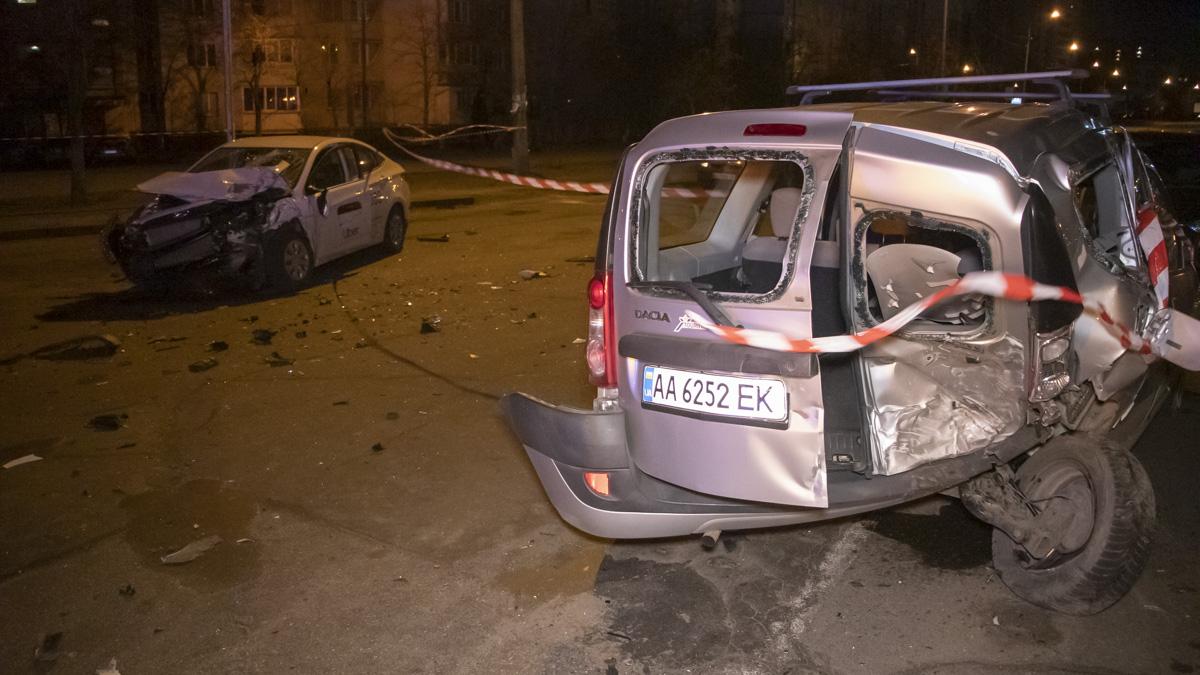 Prevyu-1-of-1-1 ДТП в столиці: п'яний водій Uber на повному ходу протаранив Dacia