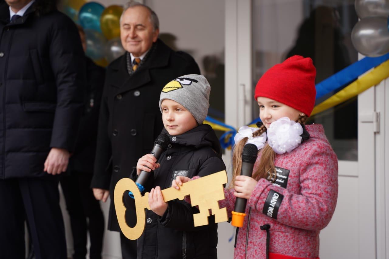 SHkola111 Дочекалися: у Вишневому відкрили школу №1