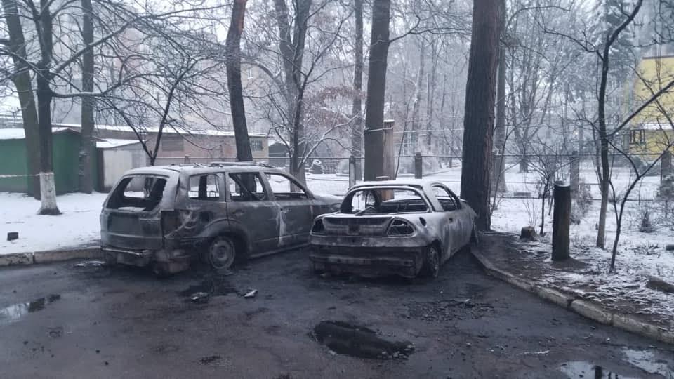 Slyus-avto-zgor У Коцюбинському згоріли дві автівки: одна з них належить дружині депутата Ірпінської міської ради