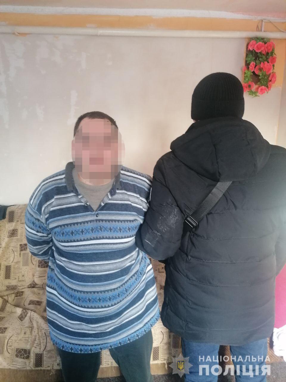 Втрачали свідомість та цінні речі: у Києві затримали підозрюваного у розбоях на станції метро Лісова
