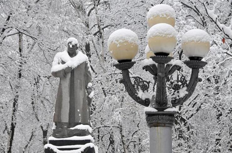 imgonline-com-ua-Resize-SSAUOEx2JUnb У Києві зламалися нові ліхтарі, які встановили замість виготовлених у 1950-х роках