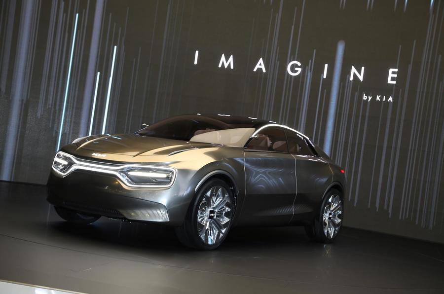 Kia анонсував появу електричного кросовера, що стане флагманом автовиробника -  - kia imagine concept 2019 stationary front