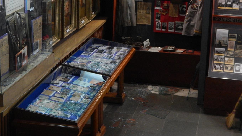 o_1e20d2u4mt36rglnb3gtk15i91k У Переяславі грабіжники викрали з музею 23 нагороди часів Другої світової війни