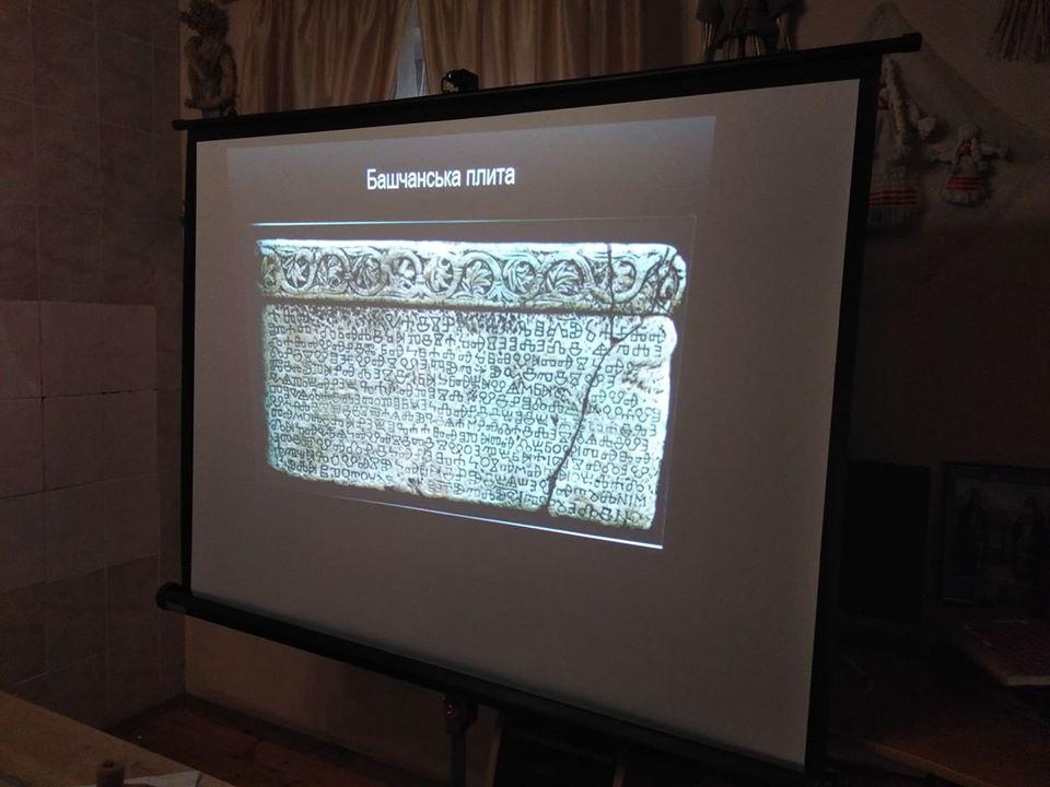 У Вишгородському музеї школярі вчили давньоруську абетку - Міжнародний день рідної мови, майстер-клас, київщина, ВІКЗ, Вишгород - vikz3