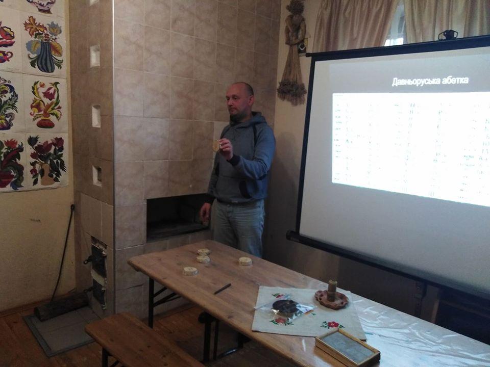 У Вишгородському музеї школярі вчили давньоруську абетку - Міжнародний день рідної мови, майстер-клас, київщина, ВІКЗ, Вишгород - vikz6