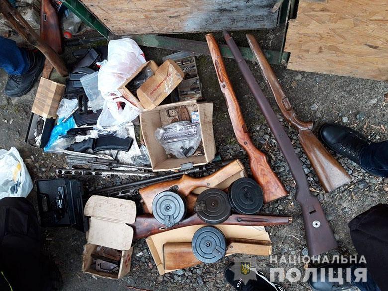 Озброєний дует: у киян виявили зброю та боєприпаси -  - zbroy3