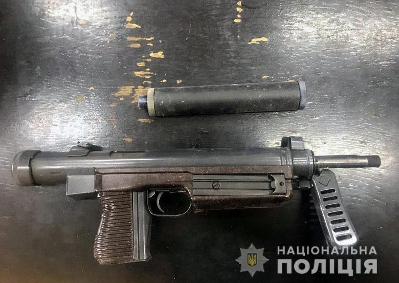 Озброєний дует: у киян виявили зброю та боєприпаси -  - zbroy4
