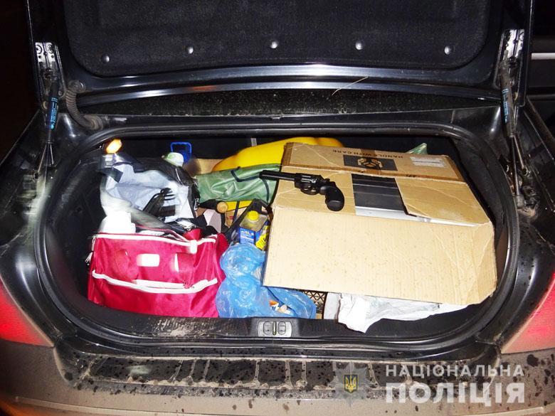 zbroyadar210220201 Пістолет-кулемет, револьвер та рушниця: у Києві виявили автівку зі зброєю та боєприпасами