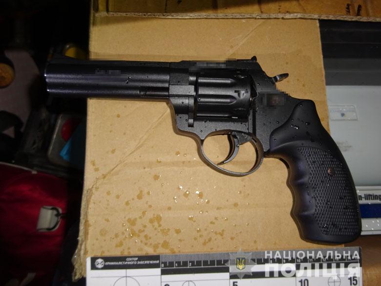 zbroyadar210220202 Пістолет-кулемет, револьвер та рушниця: у Києві виявили автівку зі зброєю та боєприпасами