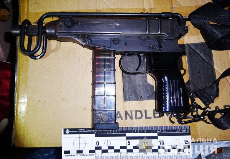 zbroyadar210220203 Пістолет-кулемет, револьвер та рушниця: у Києві виявили автівку зі зброєю та боєприпасами
