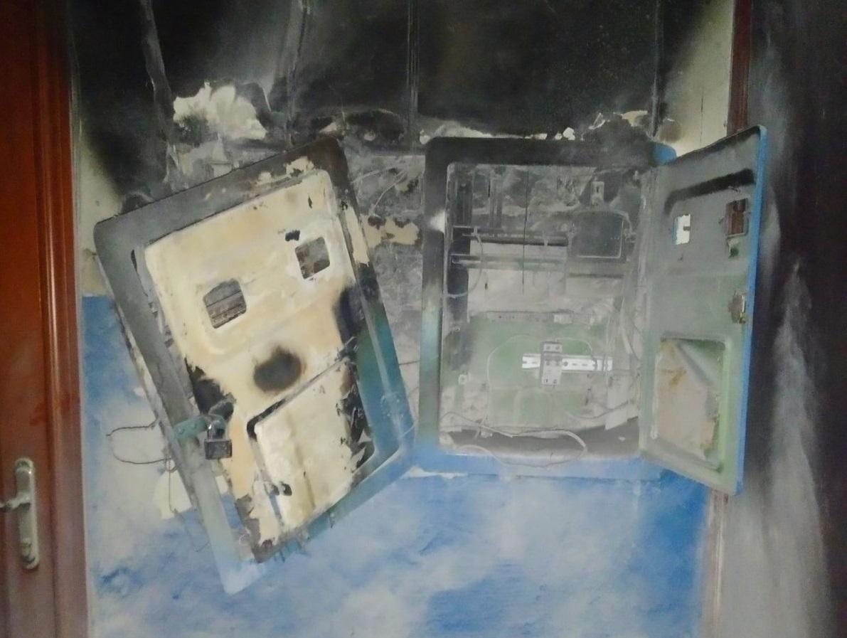 Під Києвом в багатоквартирному будинку загорілася електрощитова - пожежа - 01 1