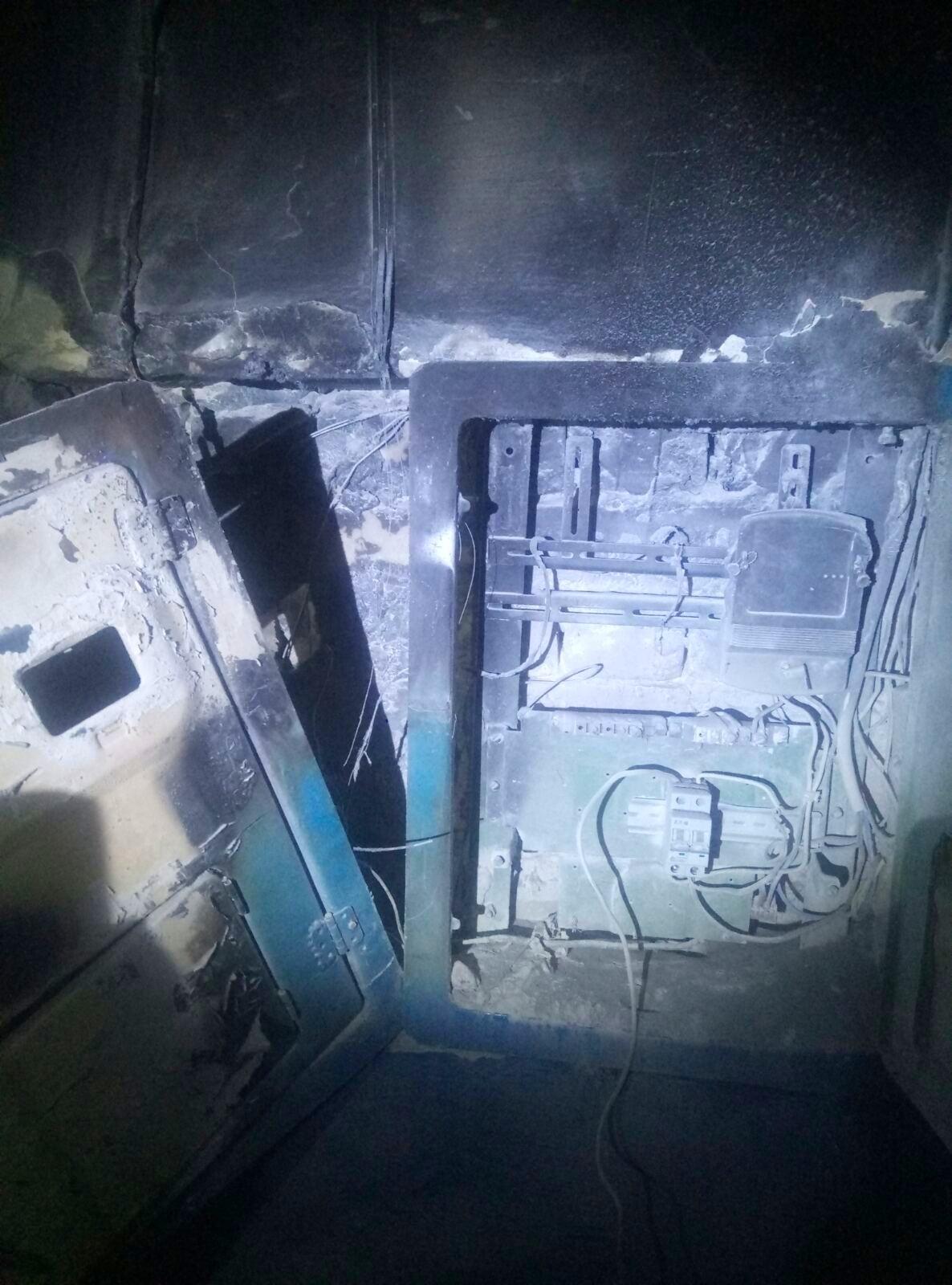 Під Києвом в багатоквартирному будинку загорілася електрощитова - пожежа - 02