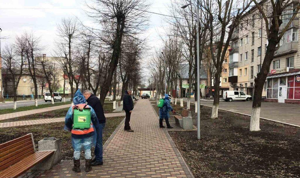 В Бородянці дезінфікують зупинки, сквери, площі та під'їзди - коронавірус - 18 borodyanka2