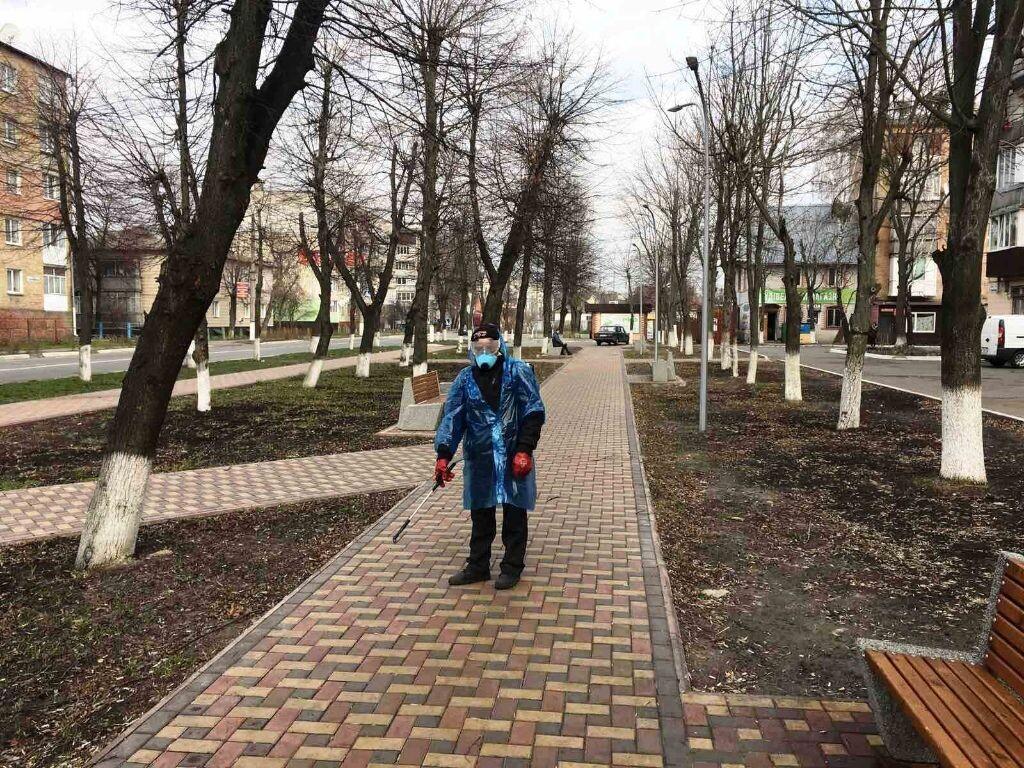 В Бородянці дезінфікують зупинки, сквери, площі та під'їзди - коронавірус - 18 borodyanka3