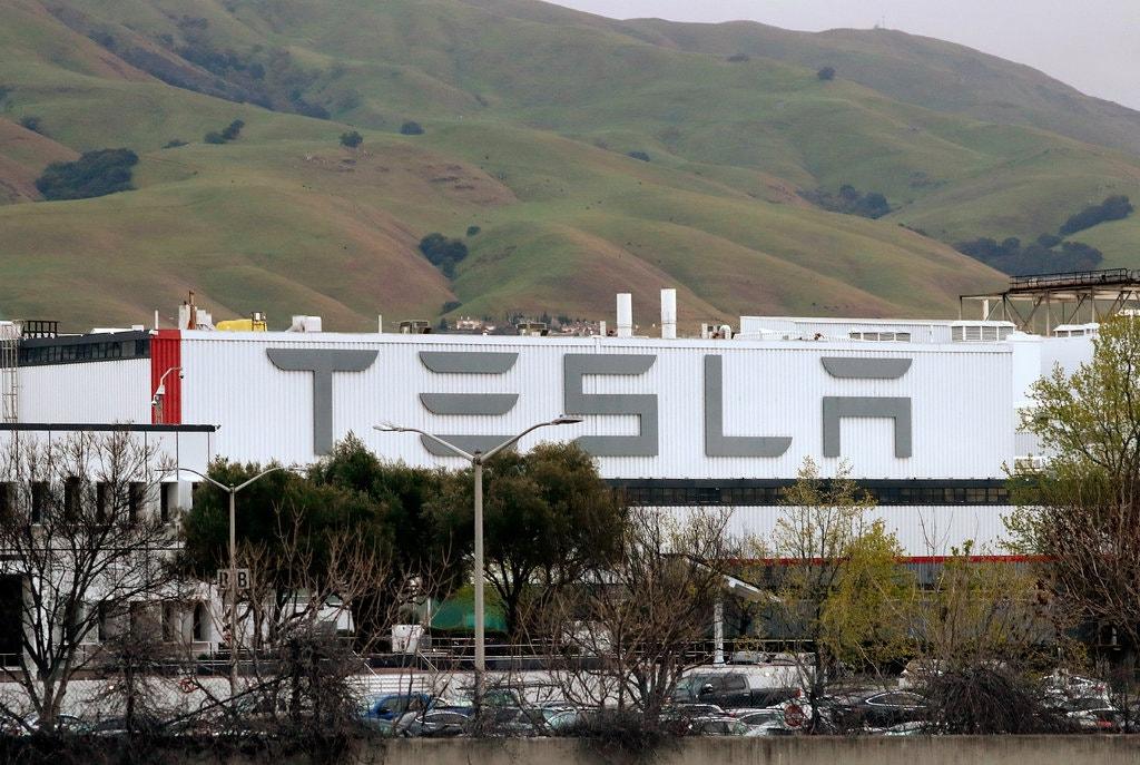 Tesla призупиняє роботу заводу у США через поширення коронавірусу - США, коронавірус, електромобілі, Tesla - 19virus tesla print jumbo v2