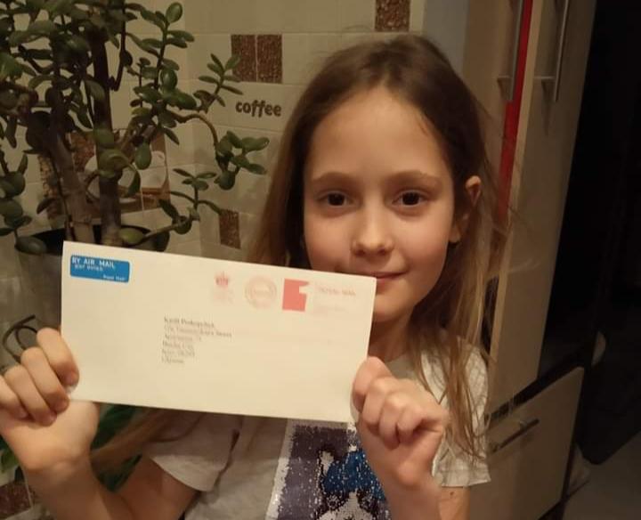 Дівчинка з Бучі отримала лист від королеви Великобританії -  - 20200326 173401