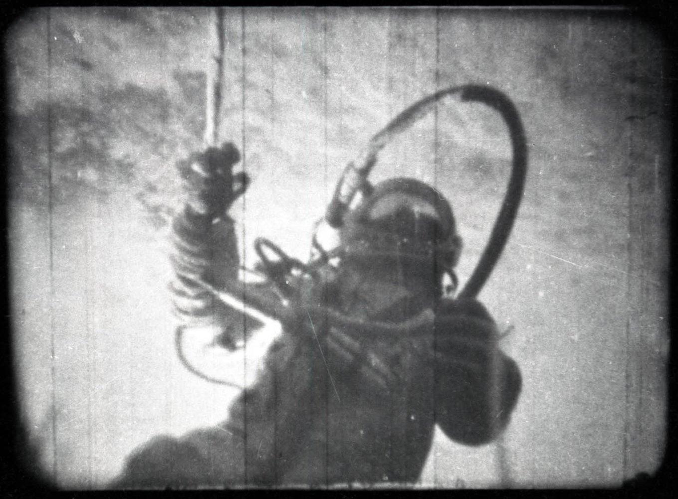 Розсекречено документи про перший вихід людини у відкритий космос -  - 20 kosmos