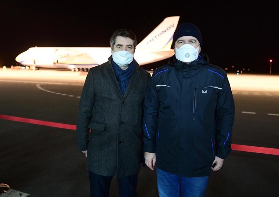 Гостомельський Ан-124 доправив до Чехії 100 т антикоронавірусного вантажу з Китаю - Чехія, Китай, вантаж - 22 chehyya