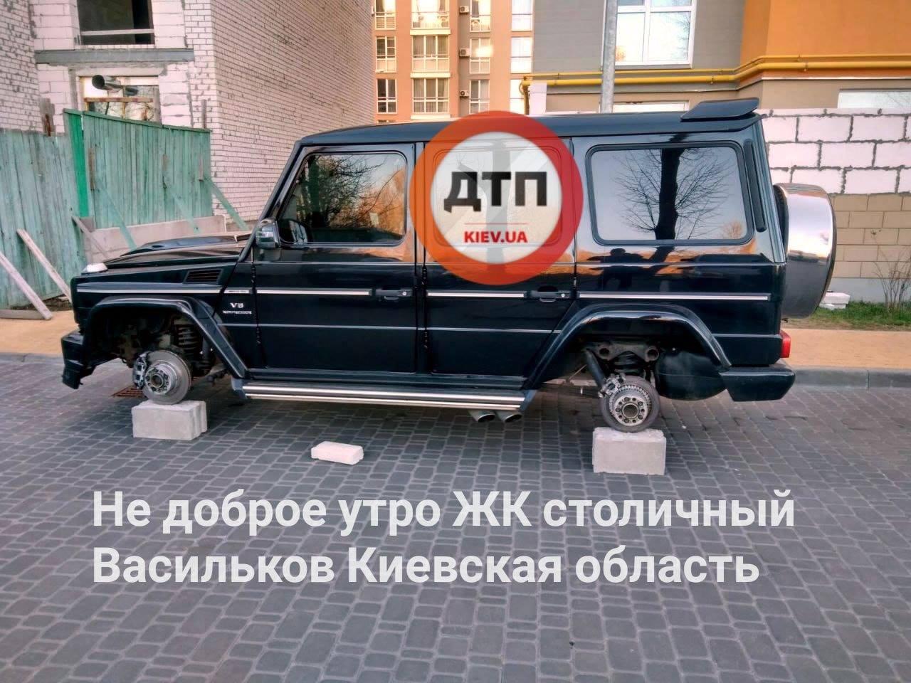 У Василькові у дворі житлового будинку з позашляховика зняли колеса - злочин - 22 vasylkov