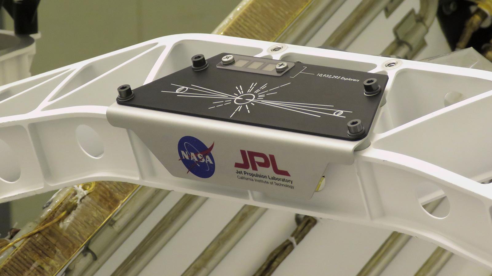 «Відправ своє ім'я на Марс»: на борт марсохода Perseverance нанесли 10 932 295 імен - марсохід, NASA - 30 ymya2