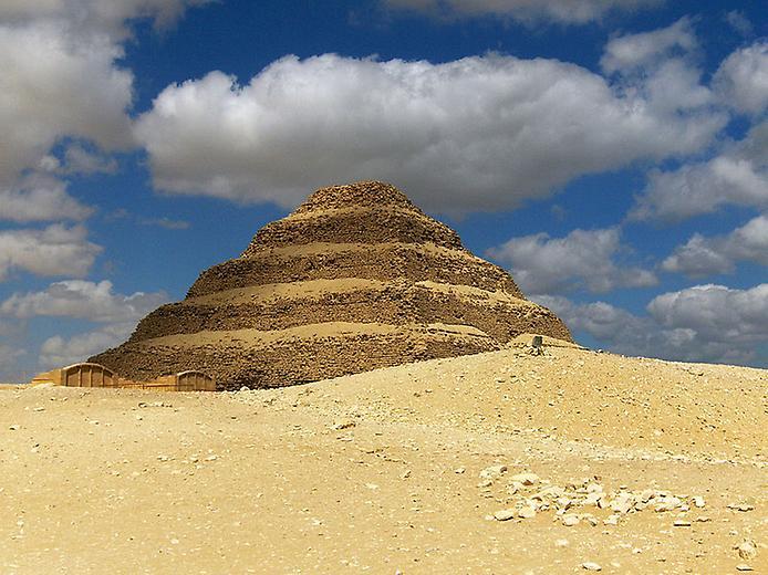 В Єгипті після оновлення відкрили найстарішу піраміду Джосера -  - 4