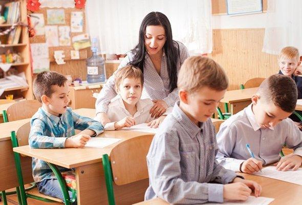 Молоді вчителі України отримають виплату в розмірі 21 020 грн