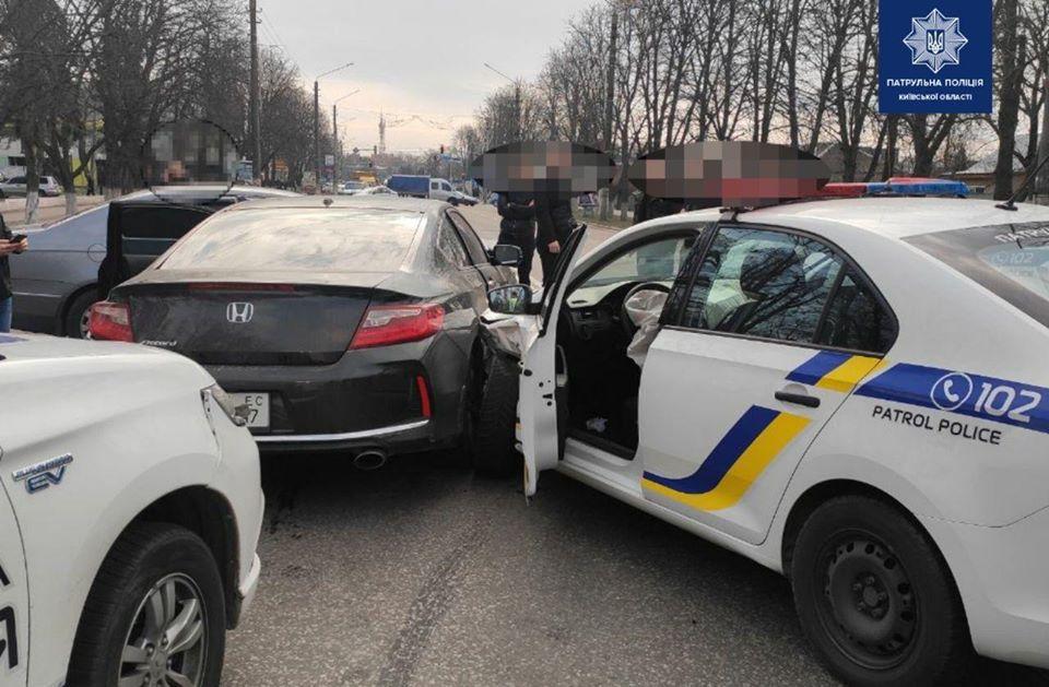 Бориспіль: чоловік погрожував самогубством приставивши пістолет до голови (відео) -  - 88098960 1690981961075390 1779879398590119936 o