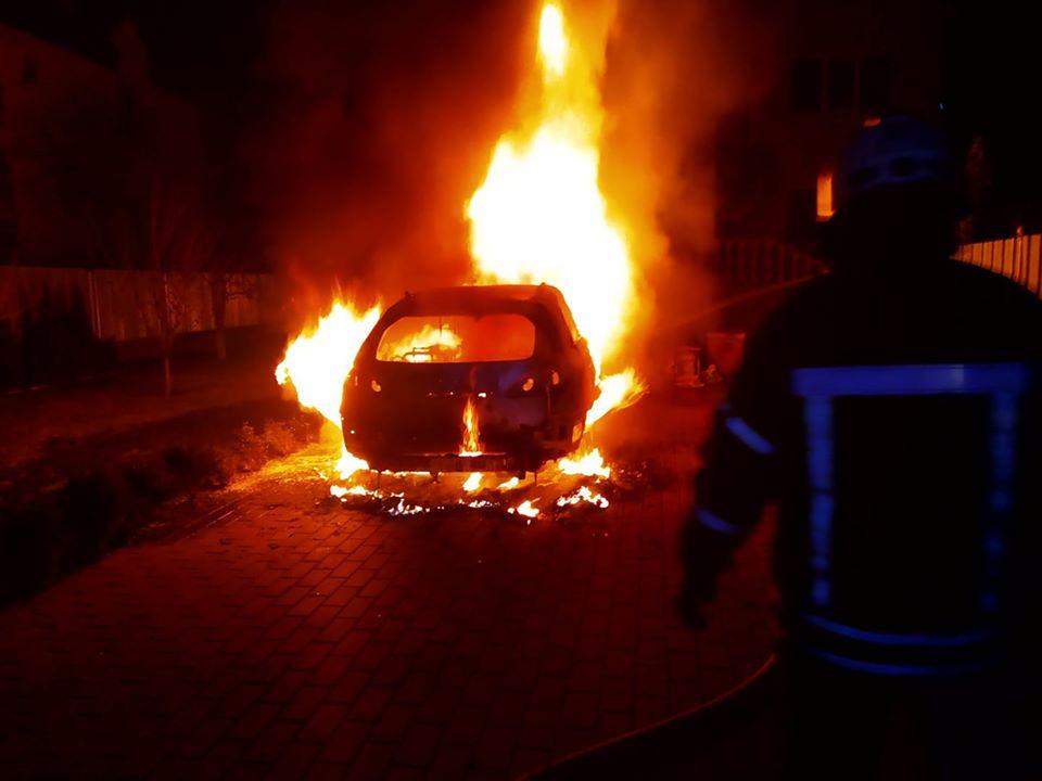 У Броварах вогонь вщент знищив автомобіль -  - 89466040 1536601516490089 674597843029196800 o