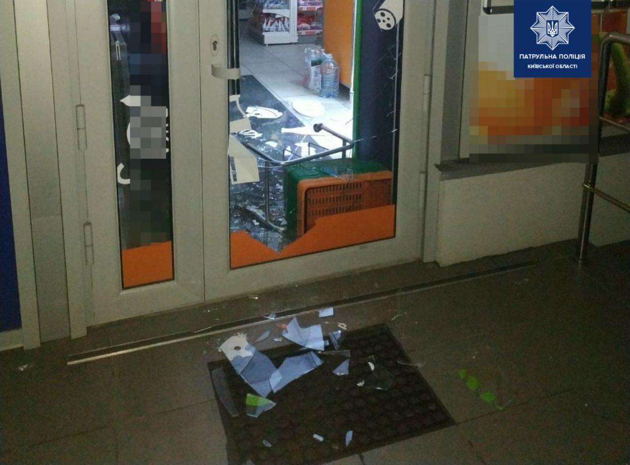 У Білій Церкві по гарячих слідах затримали крадія, який проник до магазину - патрульна поліції Київщини, крадіжка, Біла Церква - 89580013 1695790257261227 4929132621847330816 o