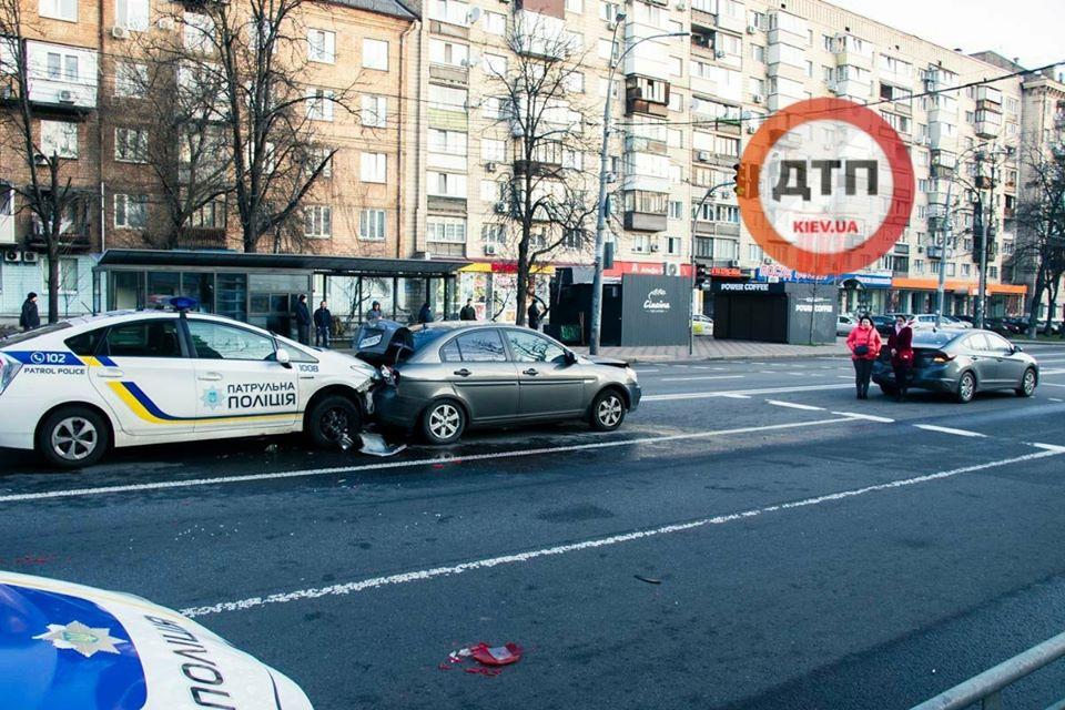 У Києві патрульна Toyota Prius врізалася в автівку, стався конфлікт -  - 89770355 1604656829700204 5348986123370627072 o