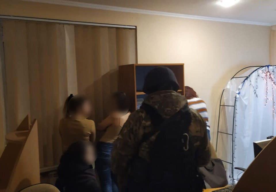 У Києві подружжя створило порностудію де працювали студентки -  - 89786856 1605262116264612 7242245782332506112 n
