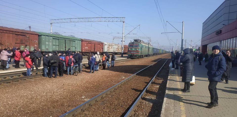 """На станції «Фастів» пасажири блокували залізничний рух - Фастів, станція """"Фастів"""", коронавірус - 89833220 1610865329076102 1675023969696088064 o"""