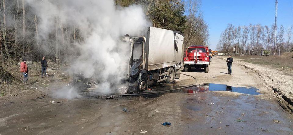 На Броварщині біля сміттєзвалища горіла вантажівка -  - 90670377 1549636551853252 9159210022931005440 o