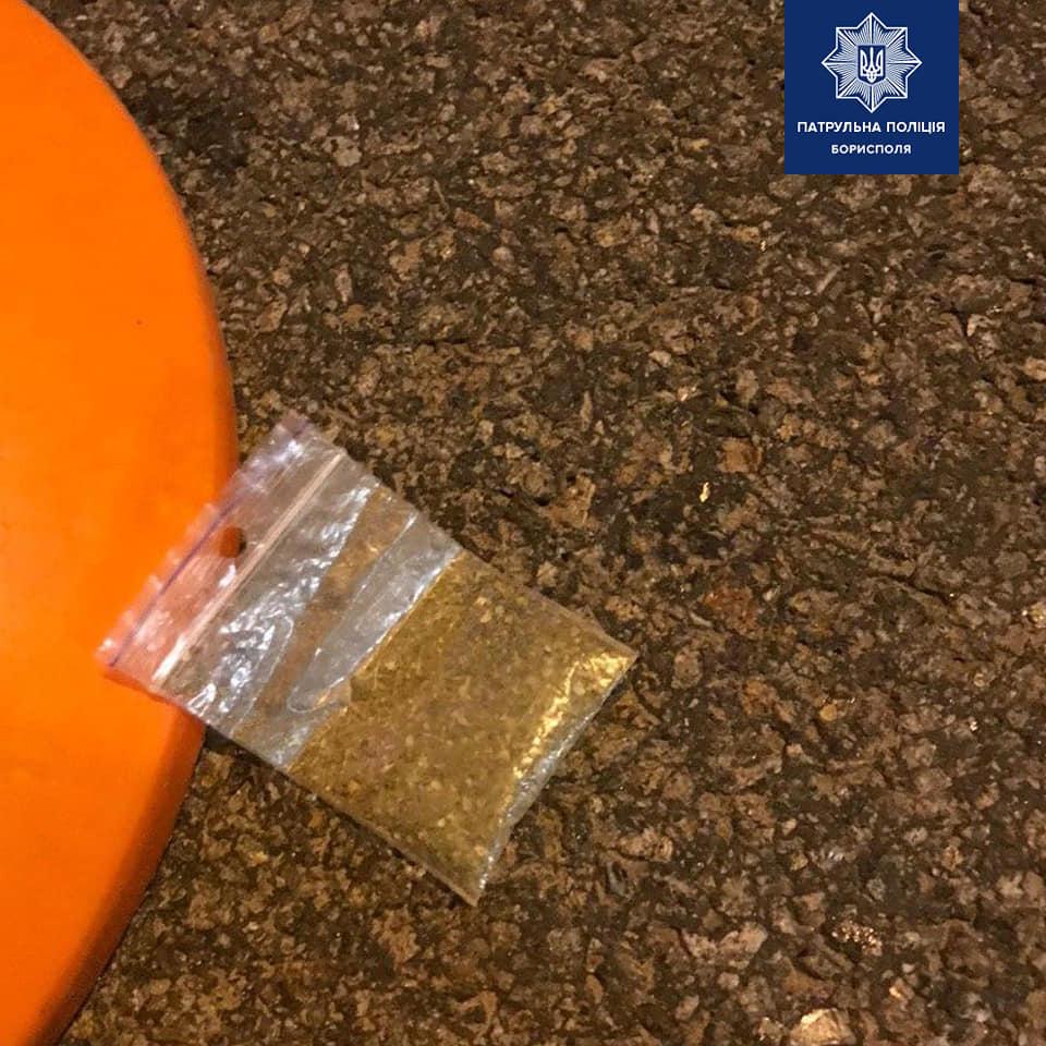 """На території аеропорту """"Бориспіль"""" поліція виявила водія під наркотиками -  - 90797698 2657537824468003 523440205668024320 n"""