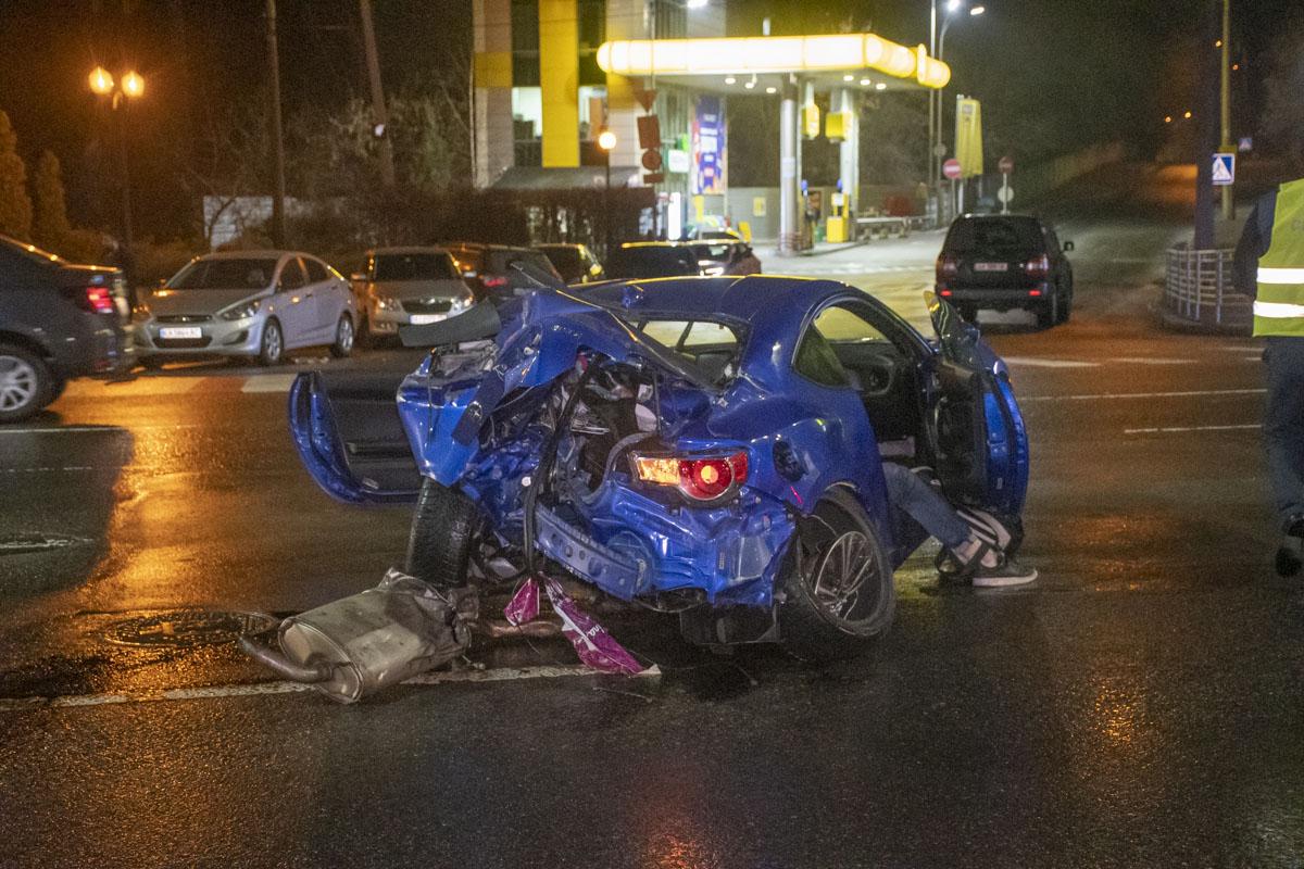У Києві водій влетів у стовп: загинув хлопець - Аварія - A3ECB1A3 D8C4 4467 95BB 3759D97B4E4B
