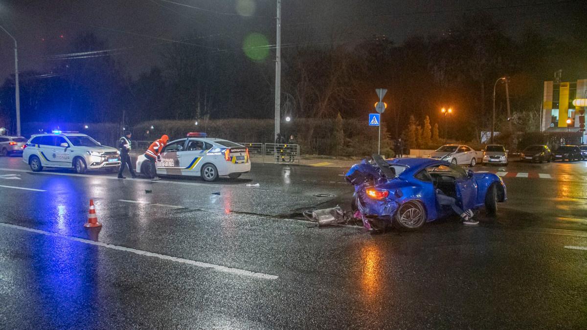 У Києві водій влетів у стовп: загинув хлопець - Аварія - BBD0F383 984F 4CDD 81FA 54F47F13F665