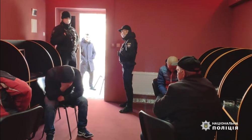 У Білій Церкві поліція «накрила» ще один підпільний гральний заклад (ВІДЕО) - поліція Білоцерківщини, незаконний гральний бізнес, Біла Церква - BTS 2