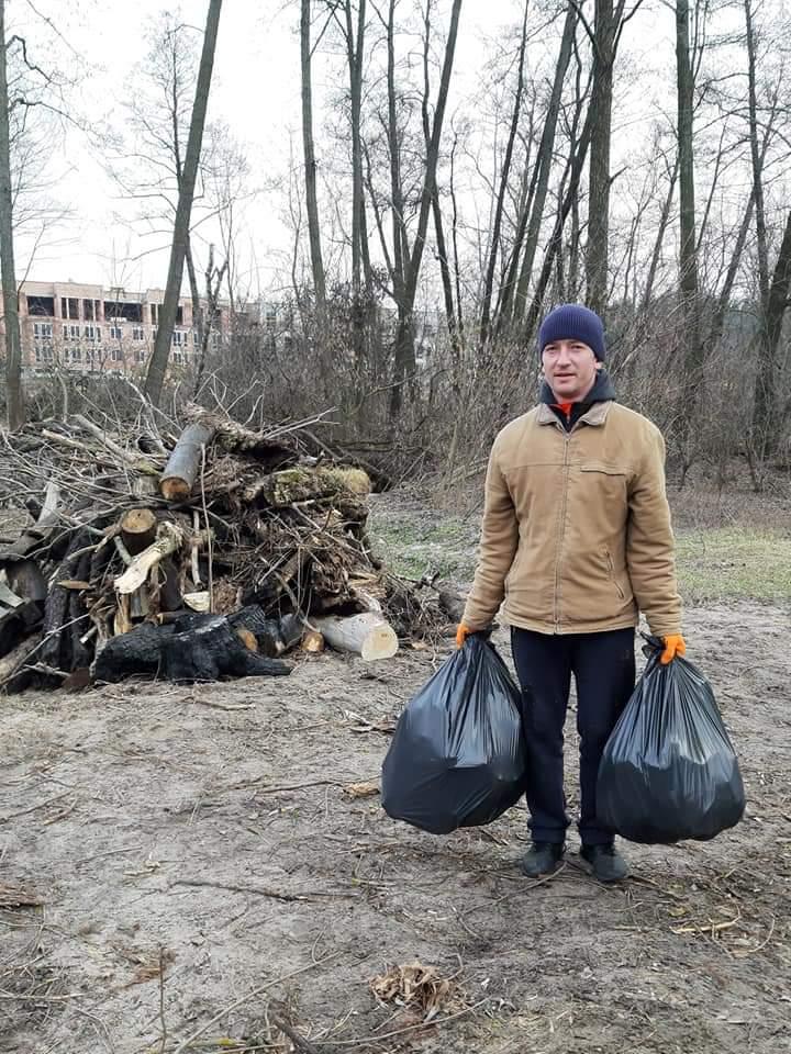 FB_IMG_1583086822346 Ірпінські рибалки очистили озеро від сміття та відремонтували шлюз