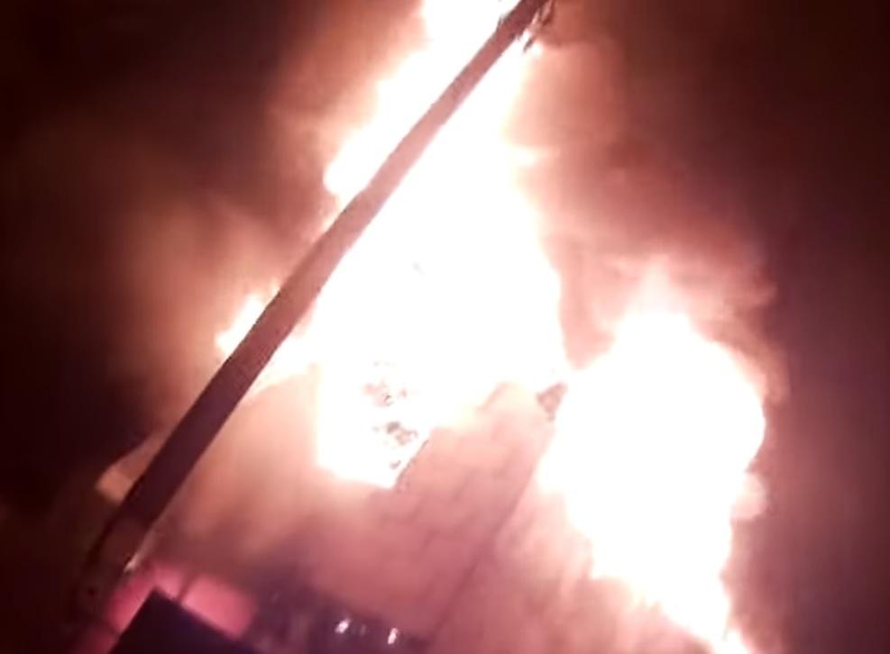 У Фастові вночі сталась масштабна пожежа в гаражі (відео з місця події) -  - Garazh pozhezha