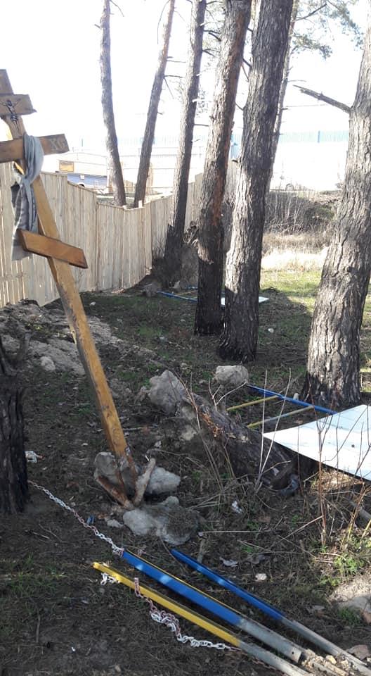 У Гостомелі відновлюють знесений паркан у куточку природи, де хочуть облаштувати автомийку - Приірпіння, Нелюбін, київщина, ірпінь, Ірпінська міська рада, забудова зелених зон, Гостомель, Герої Небесної сотні - Gost Nelyub 2 1