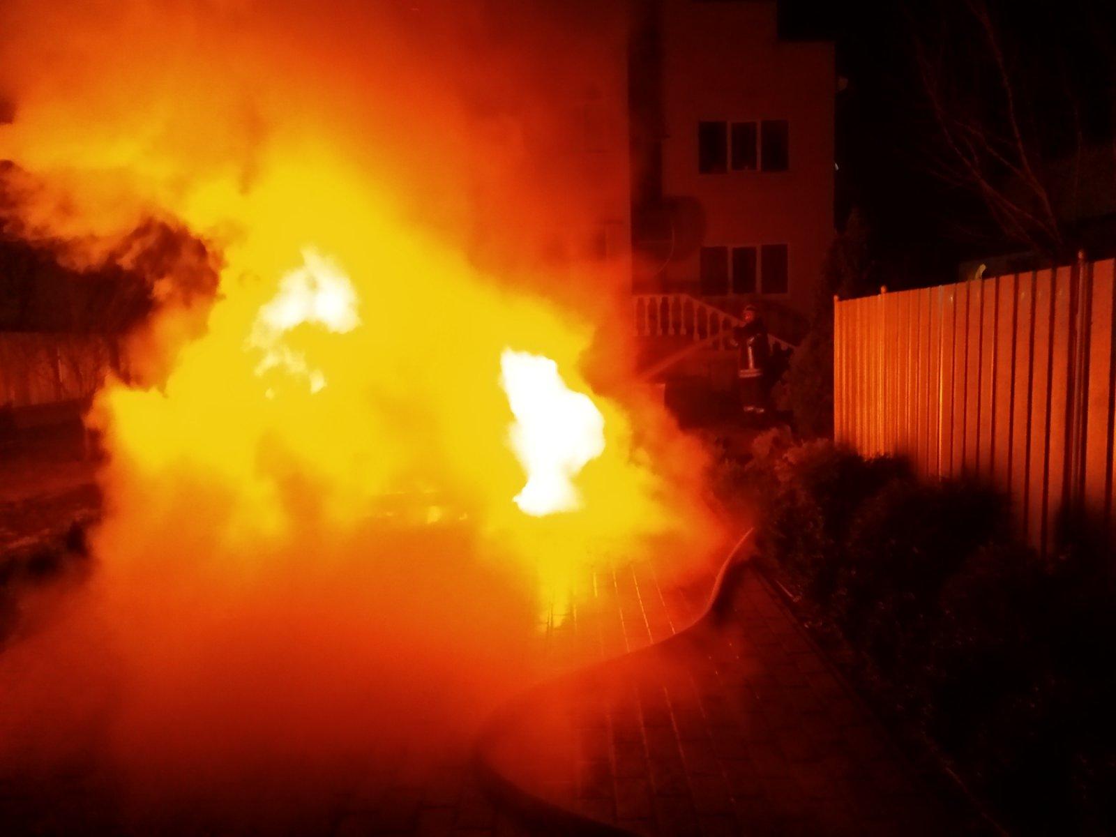 У Броварах вогонь вщент знищив автомобіль -  - IMG 063f1fa63995a3dcee1f842dfe737198 V