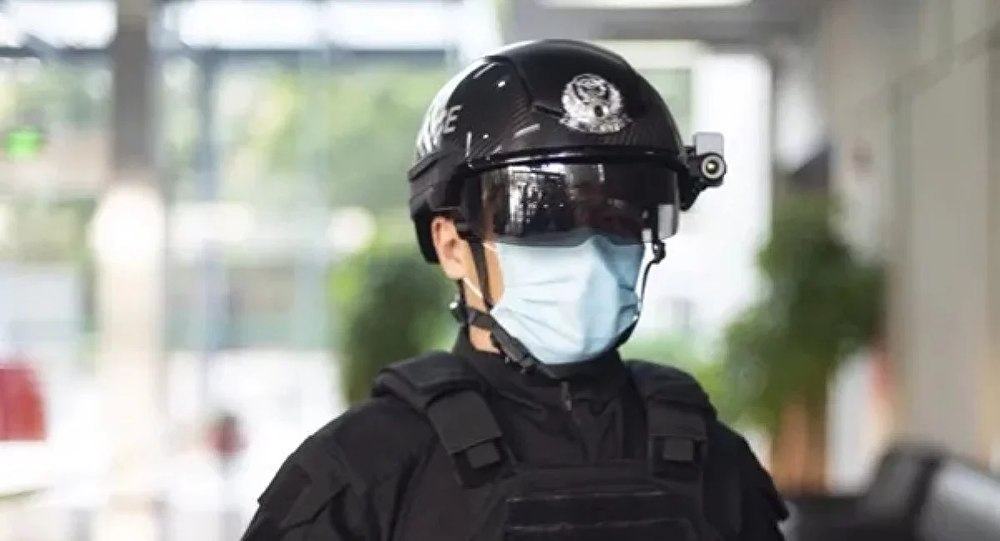 У китайських поліцейських з'явились шоломи, що на відстані вимірюють температуру людей -  - IMG 20200301 144342 503