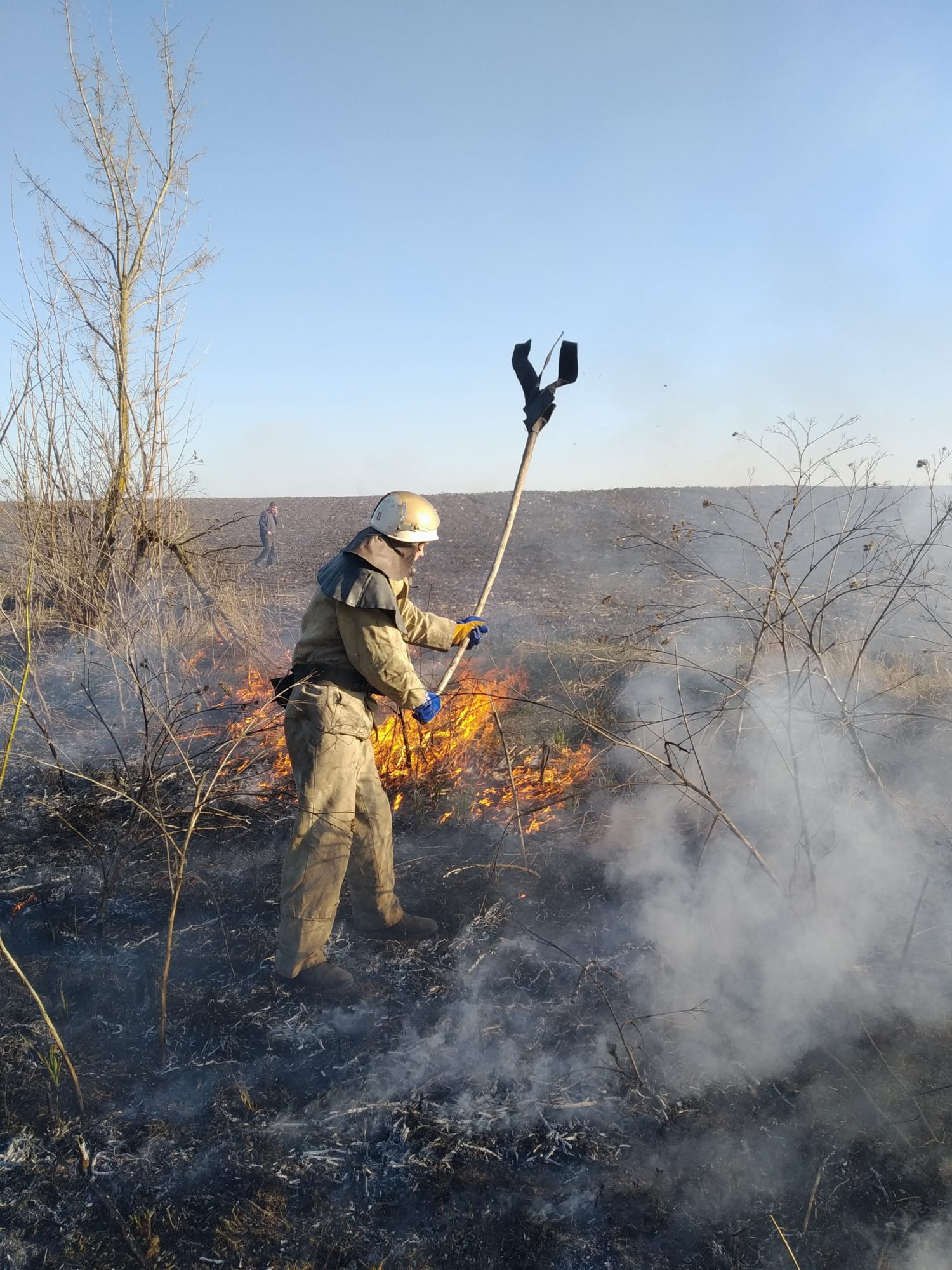 На Київщині знову масово палять траву: рятувальники б'ють на сполох - трав'яний настил, пожежі, київщина - IMG 20200320 161423 1500x2000