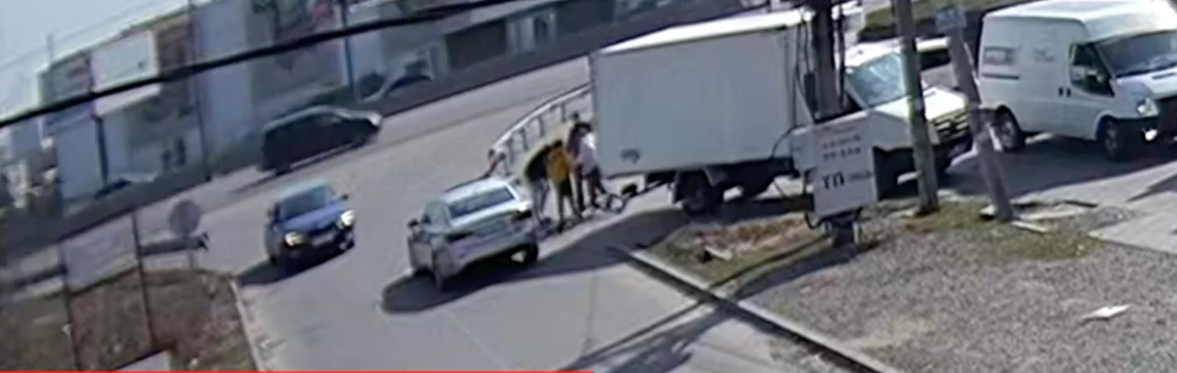ДТП під Києвом: водій збив велосипедиста (відео) - Гатне, велосипедист - Snymok ekrana 2020 03 27 v 19.19.56