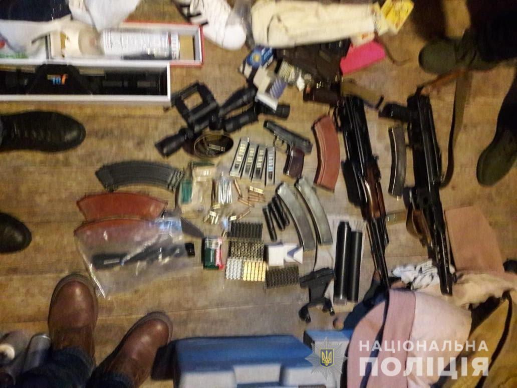 На Білоцерківщині під час обшуків вилучили арсенал зброї та боєприпасів - поліція Київщини, незаконний продаж зброї, Білоцерківський район - WhatsApp Image 2020 03 03 at 10.17.42