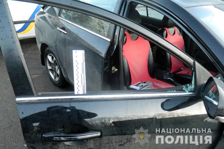 У Києві затримали серійного викрадача відеореєстраторів з автівок -  - desna185foto