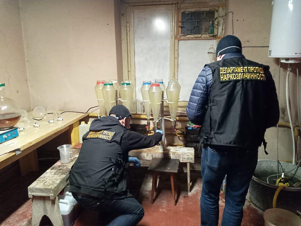 Киянин створив найбільшу в Україні мережу Інтернет-торгівлі наркотиками   (+відео затримання) -  - esgz210wsaeu63f