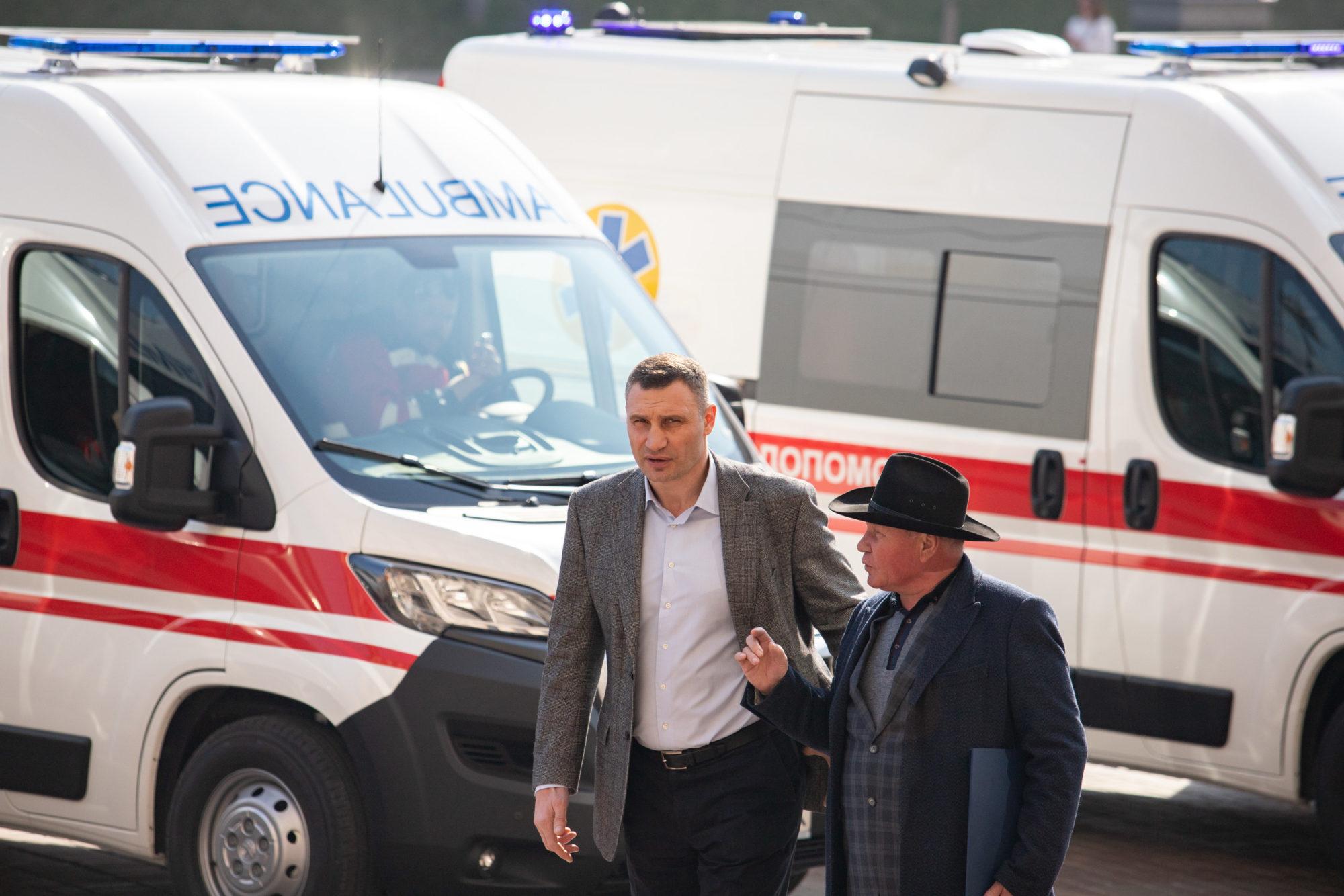 Медики столиці отримали від Віталія Кличка 39 нових «швидких» та 2 експрес-лабораторії для діагностування коронавірусу - коронавірус, Київ - imgbig 1 3 2000x1334